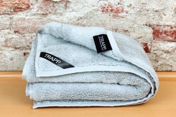 TRAPP. Handtuch silber
