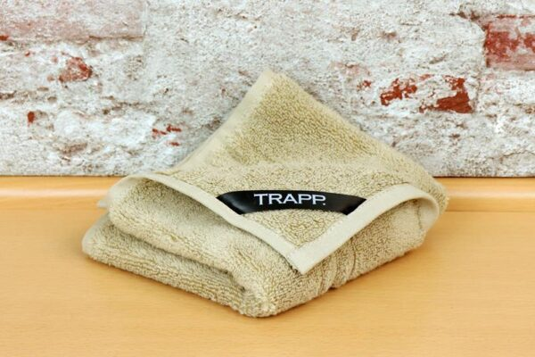 TRAPP. guest towels beige